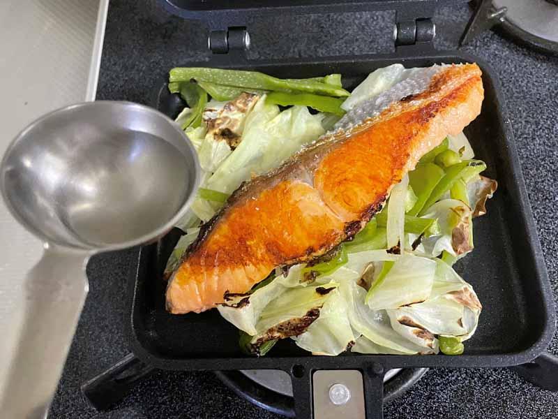 塩鮭の蒸し焼き